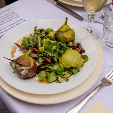 Salade van gevulde vijgen met roquefort en avocadocreme
